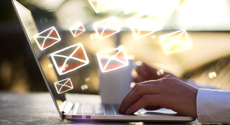 Combina email marketing y redes sociales para fidelizar a tu audiencia